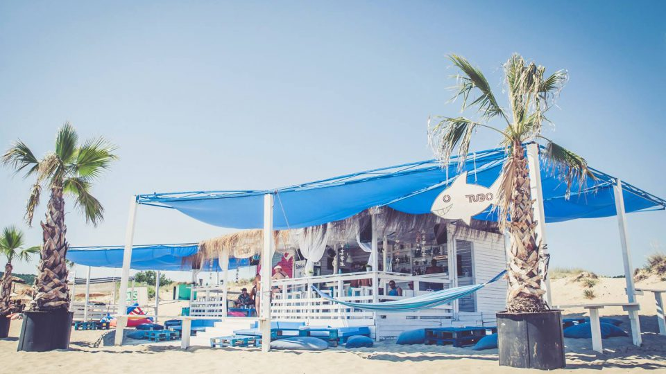 el tubo beach bar